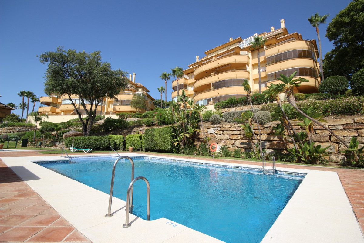 This beautiful and very spacious middle floor apartment of 113m2 indoor within the sought-after Elvi,Spain
