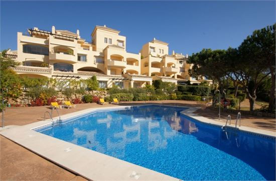 This south facing first floor property is situated in the front line of the prestigious urbanization,Spain
