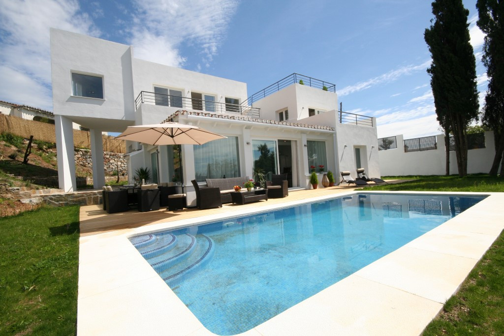 5-bed-Detached Villa for Sale in El Rosario