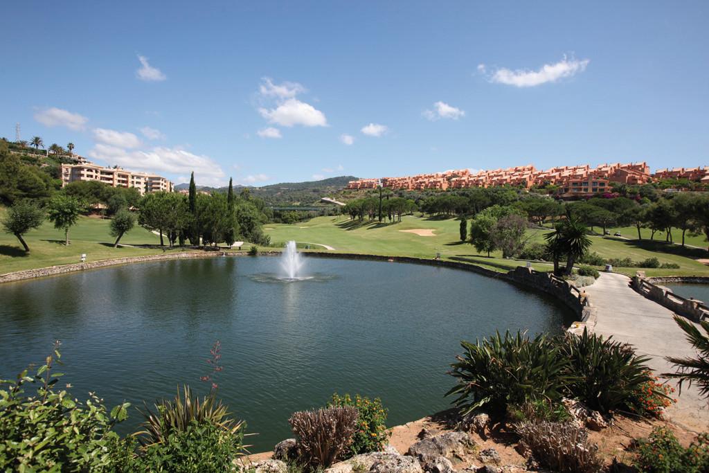 Marbella Banus Apartamento en Venta en Elviria – R3138010