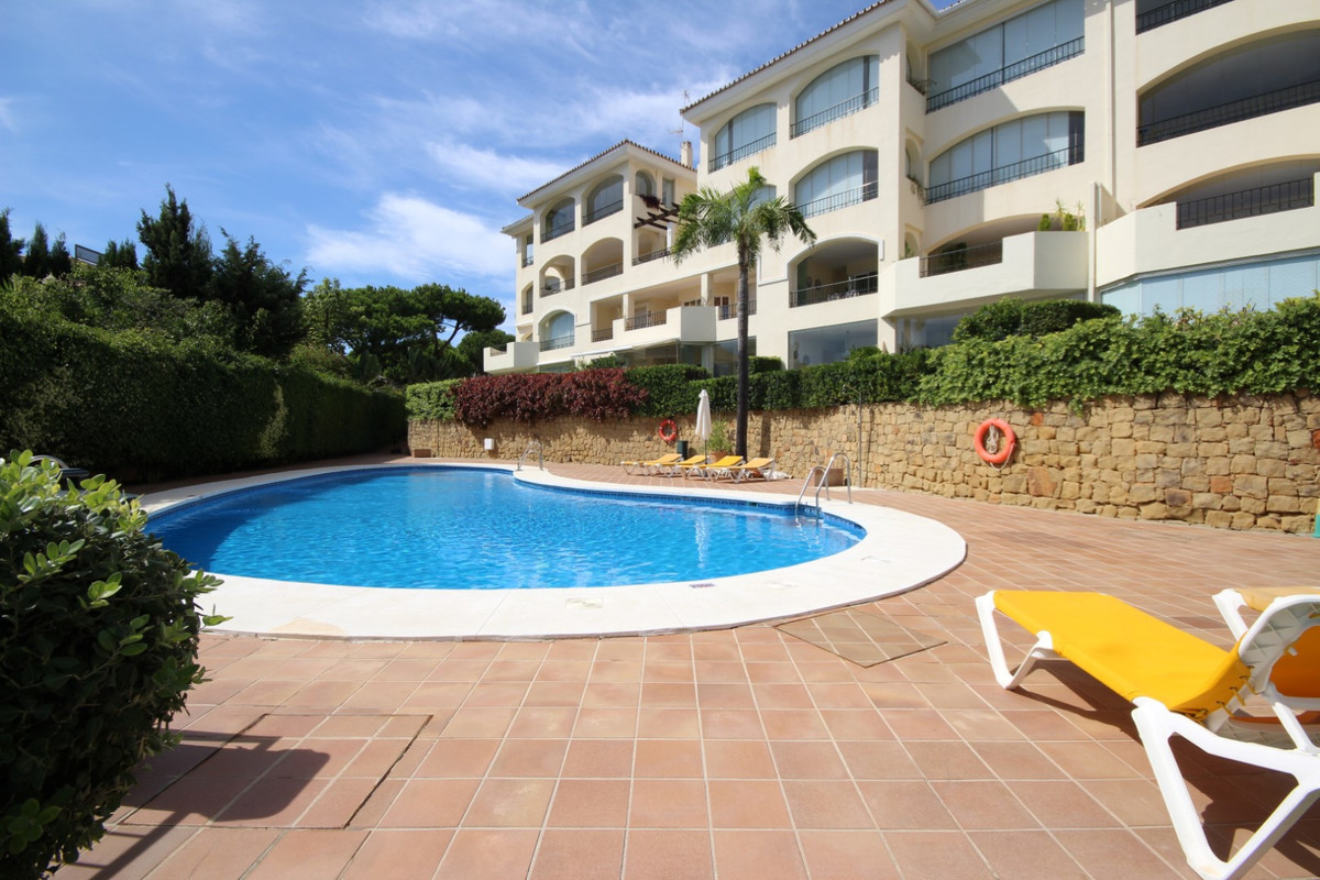 This beautiful and very spacious two-bedroom apartment in the ever popular luxury beach-side urbanis, Spain