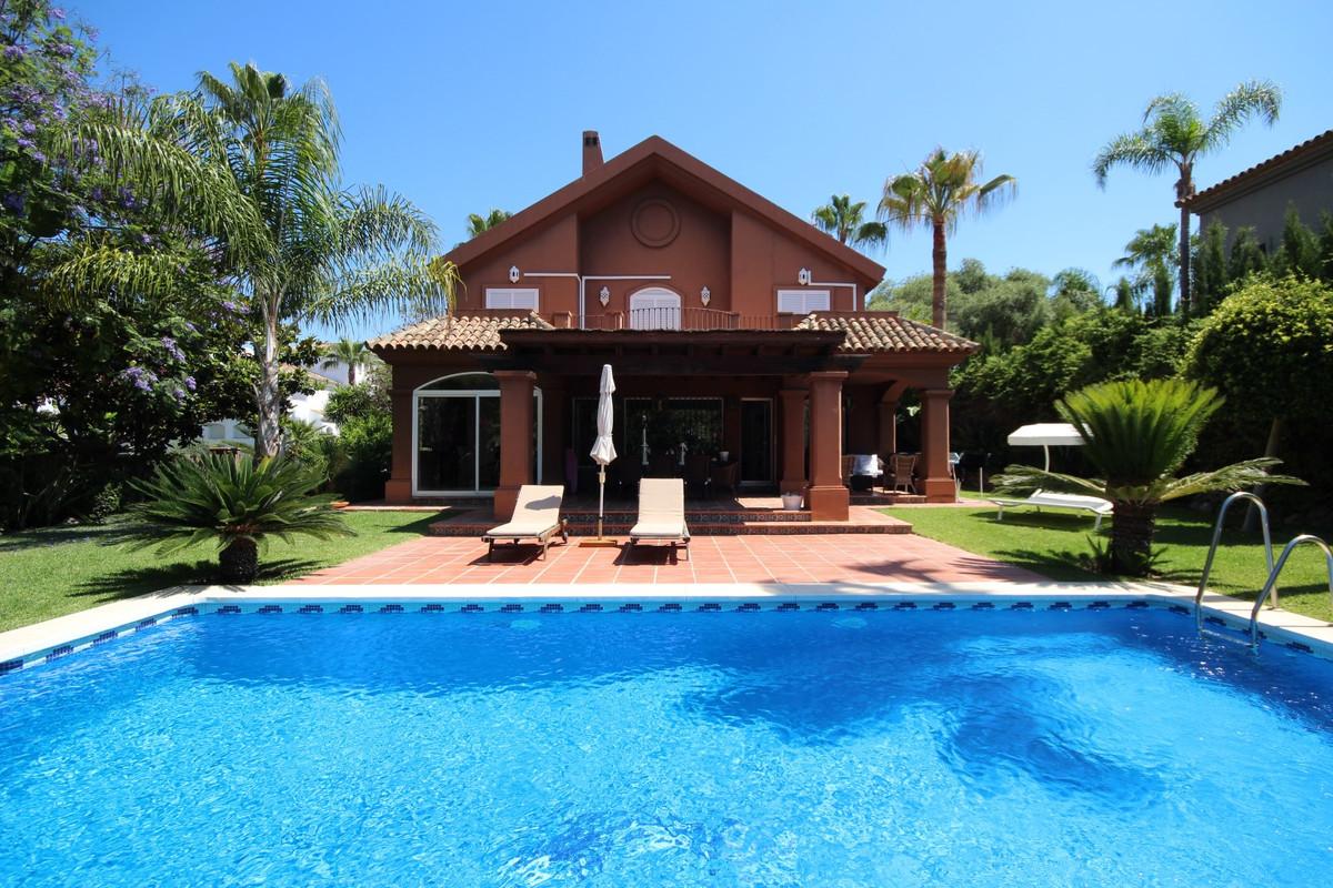 Marbella Banus Villa – Chalet en Venta en Elviria – R3451837