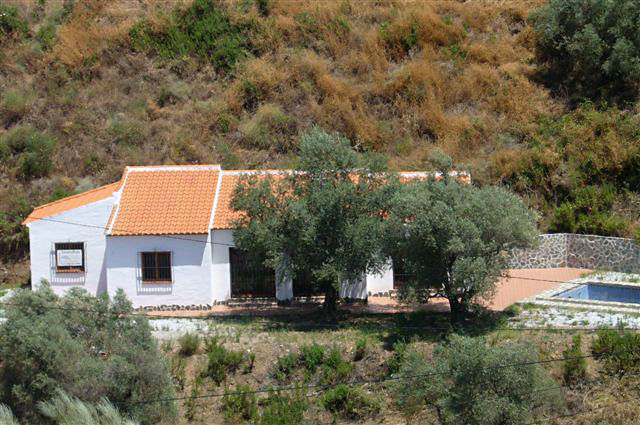 A marvellous property right above the whispering stream (3/4 of a year with water), with pink flower, Spain
