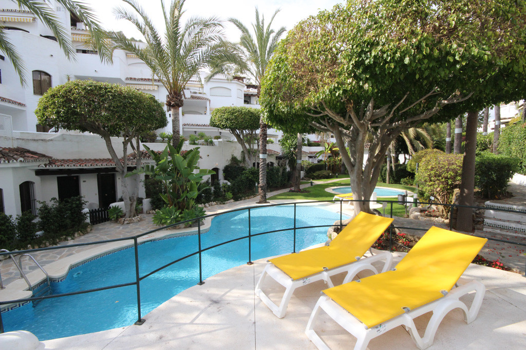 This beautiful raised ground floor apartment has been fully and nicely recently renovated with a tas,Spain