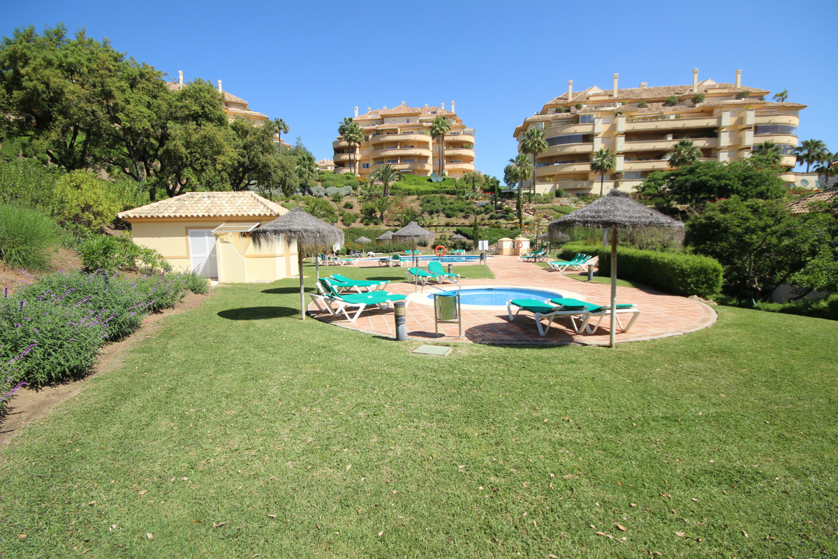 Wonderful three bedroom apartment in Elviria Hills, located on the first floor, this property offers,Spain