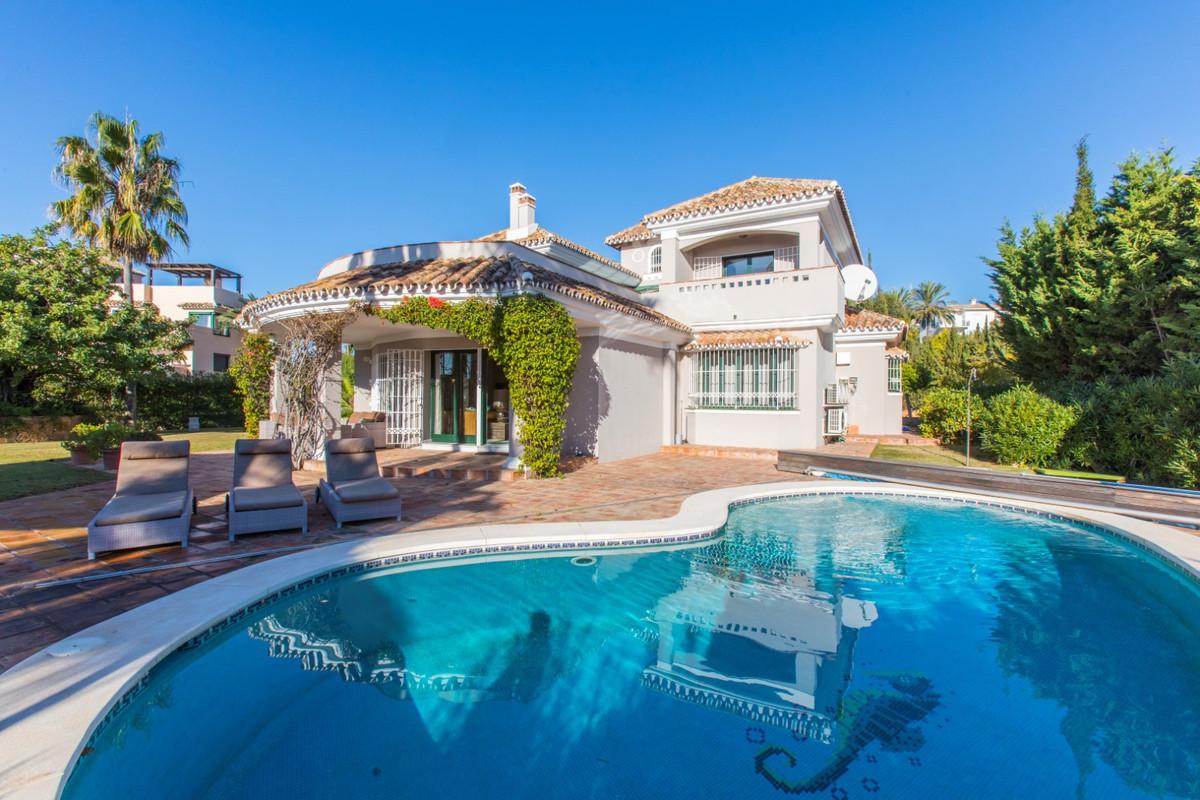 Marbella Banus Villa – Chalet en Venta en Elviria – R3327772