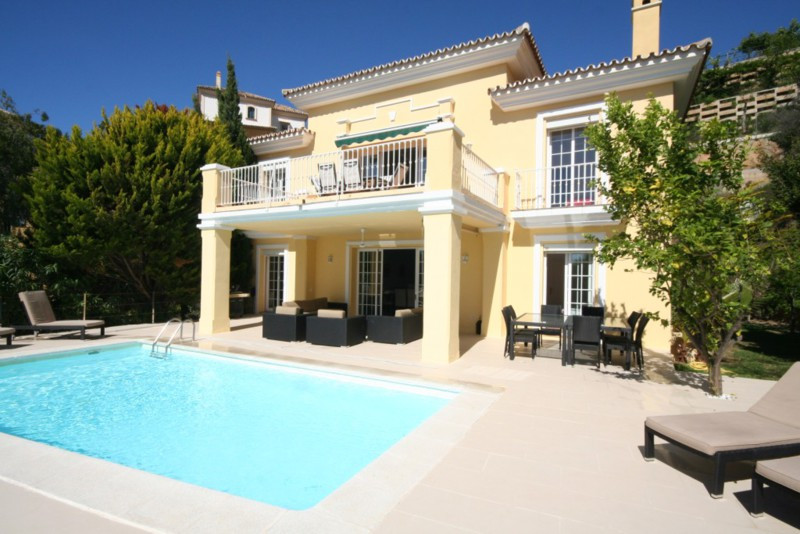 Spacious family villa situated front line to Elvirias Santa Maria Golf Course with golf, lake and pa,Spain