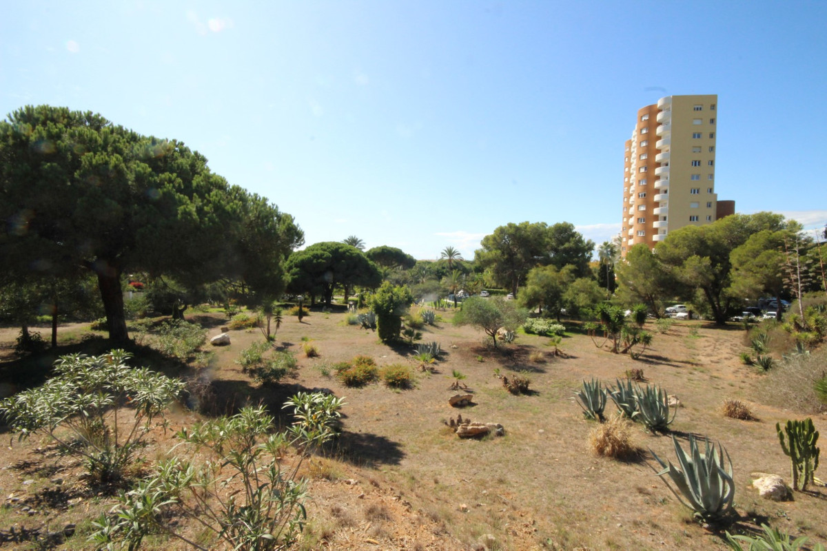 Opportunity! This large, flat and elevated beach-side building plot (PGOU 1986) with space enough fo,Spain
