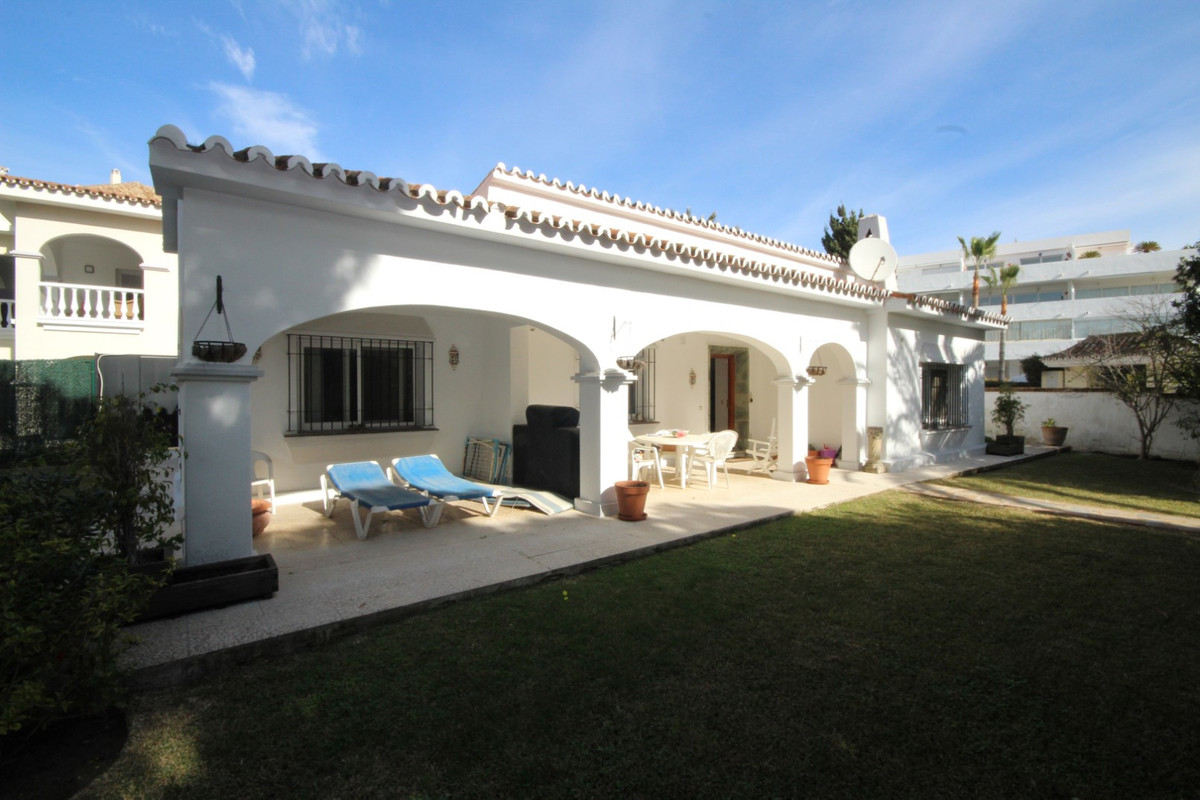 OPPORTUNITY! HOLIDAY HOME LITERALLY ON THE BEACH IN ELVIRIA, MARBELLA • This very special property i,Spain