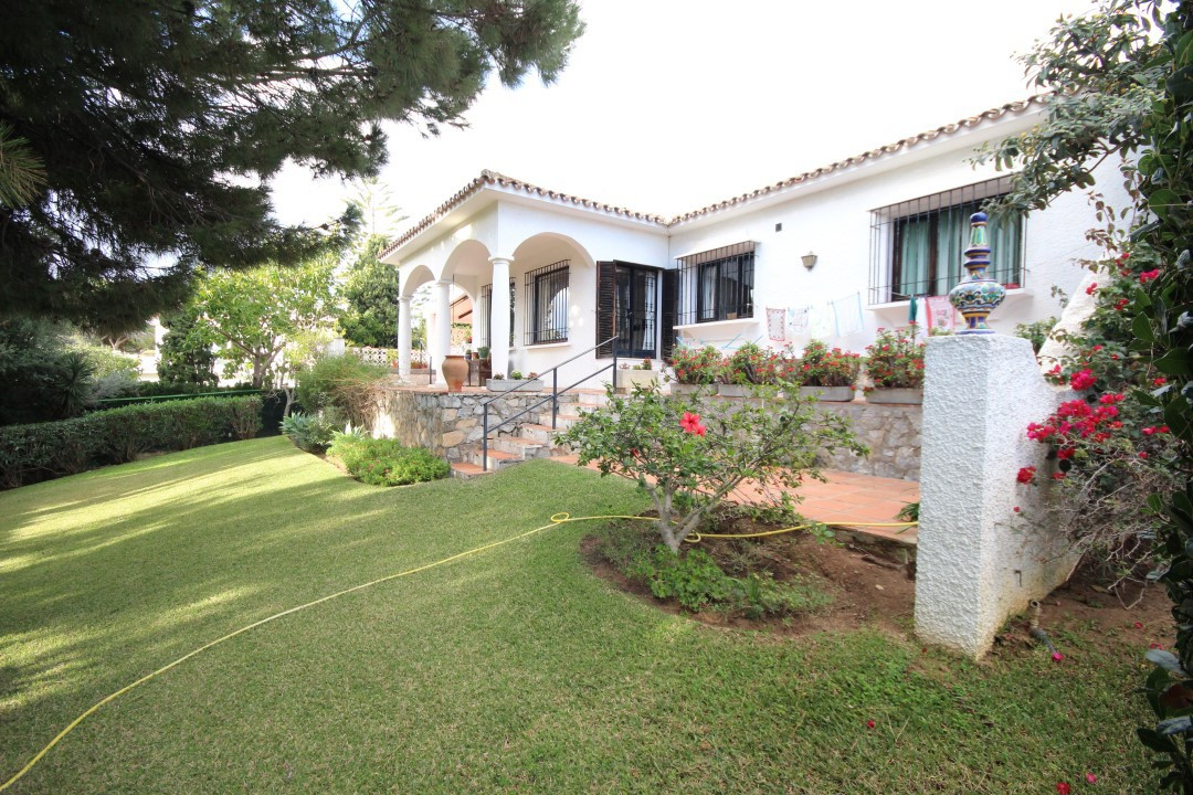 This charming Spanish style detached villa has been built on one level on a 1.041m2 plot with a litt, Spain