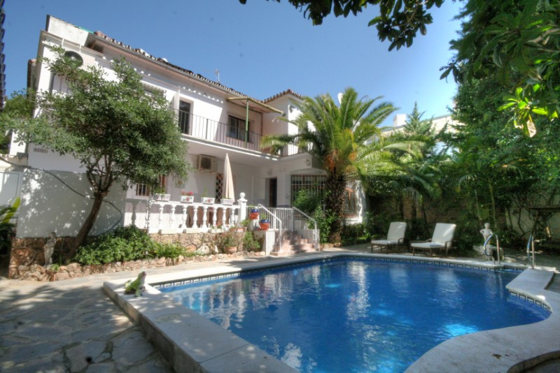 Located close to the fantastic wide sandy beaches of Montemar and the Carihuela this property presen, Spain