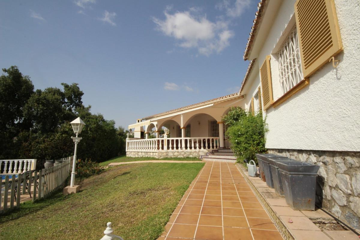 Detached Villa · Elviria