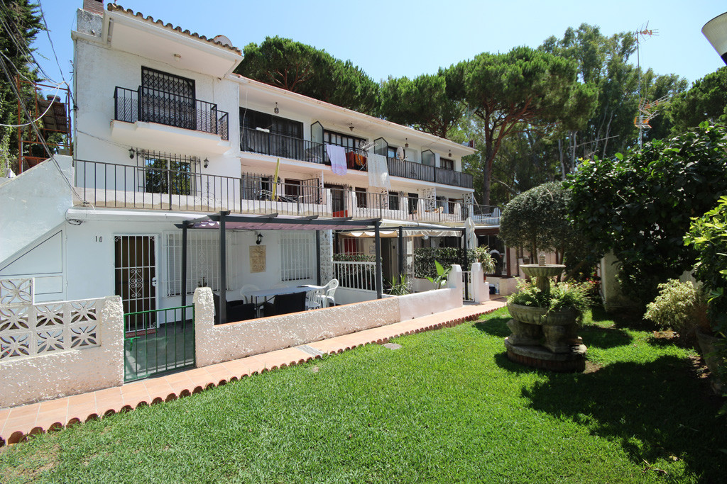 This bright and spacious studio apartment has been recently renovated and it is located only 200Mt f,Spain