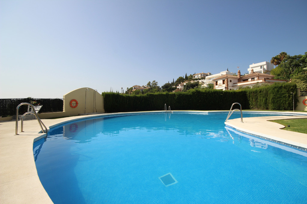 This large 3-bedroom middle floor apartment is looking towards Santa Maria Golf and its lovely neigh,Spain