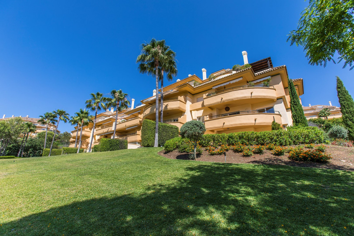 Immaculate three bedroom and three bathroom apartment in the award-winning development of Elviria Hi, Spain