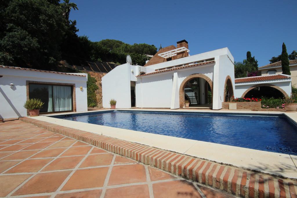 Marbella Banus Villa en Venta en Elviria – R2698319