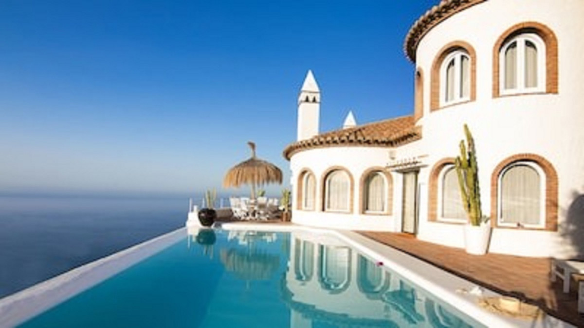 Dream retreat, endless views, infinity pool and ....absolute privacy  • Villa of more than 300 m² • , Spain