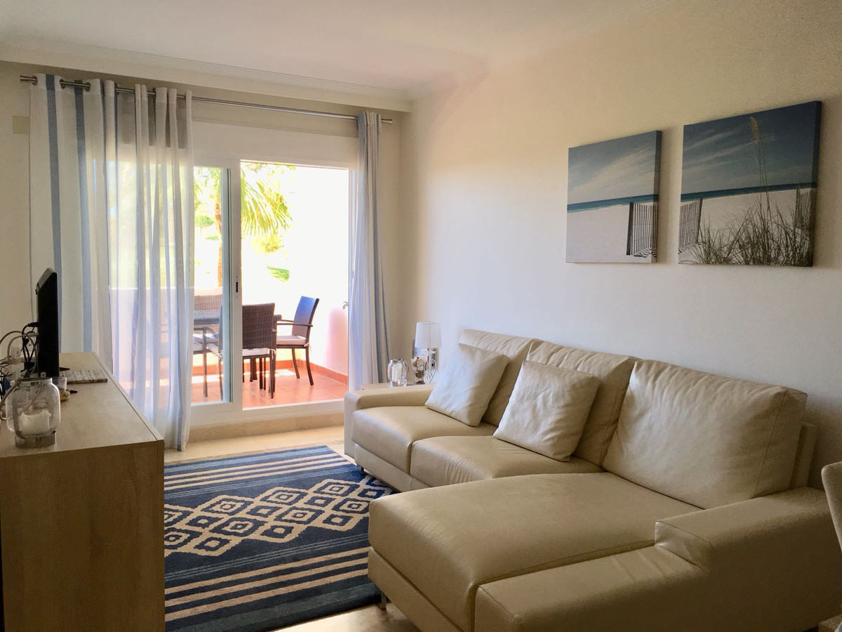 Middle Floor Apartment for sale in Calanova Golf R3839173