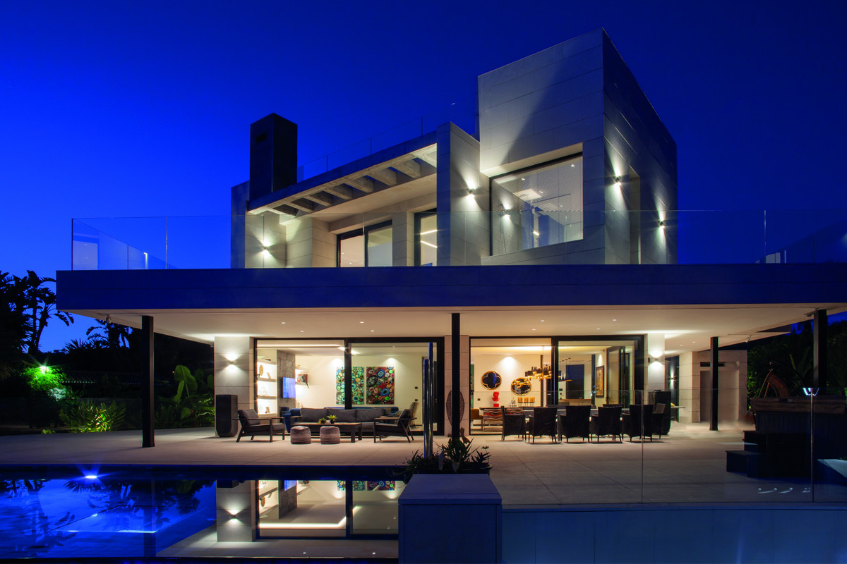 In Nueva Andalucia you will find this impressive modern and avant-garde villa architecture, which do, Spain