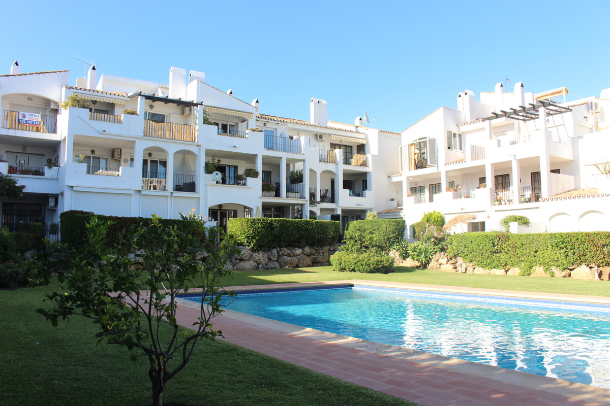 Marbella Banus Apartment for Sale in El Paraiso - R3569194