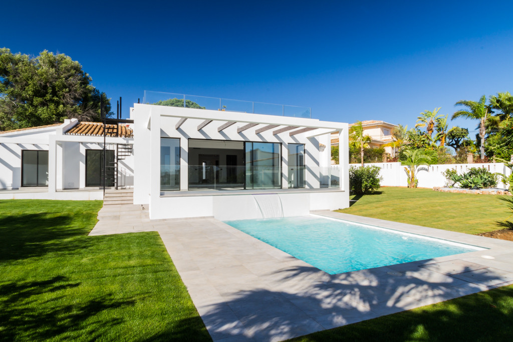 DETACHED VILLA with :  4 double / twin bedrooms, 3 with en suite  · 4 contemporary bathrooms with ca, Spain