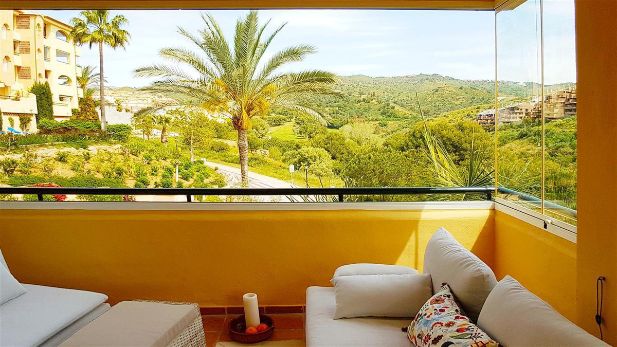 The apartment has just been reduced to 345,000, unfurnished for a quick sale !!! Fantastic three bed,Spain