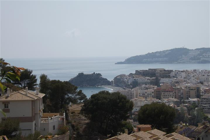 A fantastic villa with a lot of posibilities and with lovely views over the sea, mountains and town., Spain