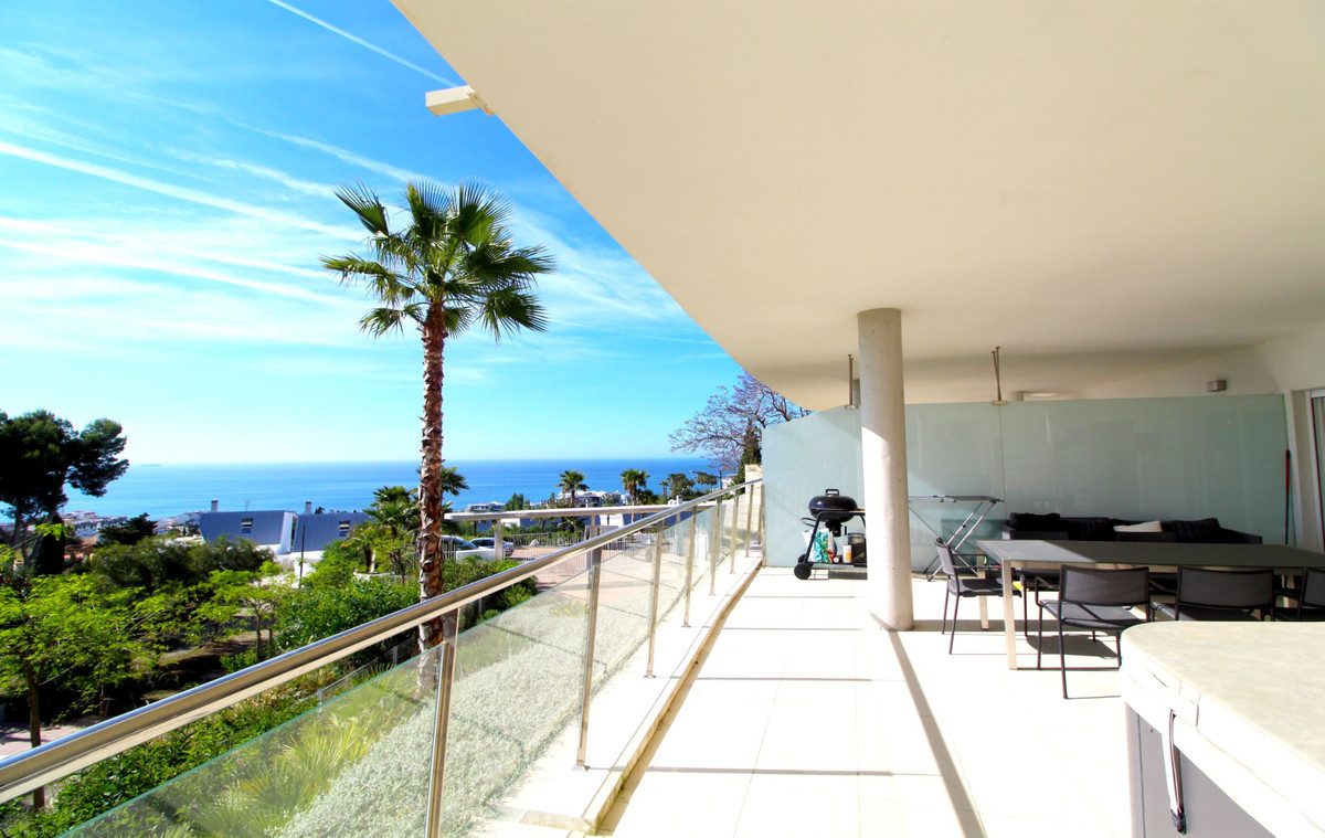 Nice three bedroom Apartment, with covered and uncovered terraces, located at The Hill, in El Higero,Spain