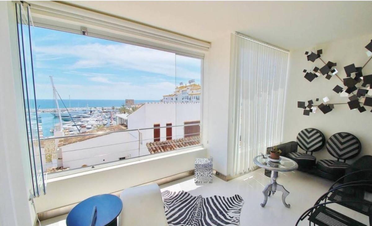 Apartamento  Ático en venta  y en alquiler   en Puerto Banús
