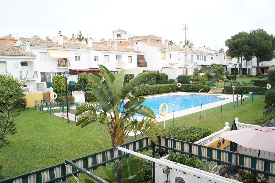 TOWN HOUSE 5 MINUTES WALKING FROM THE BEACH  Beautiful townhouse in quiet, closed urbanization, 4 be, Spain