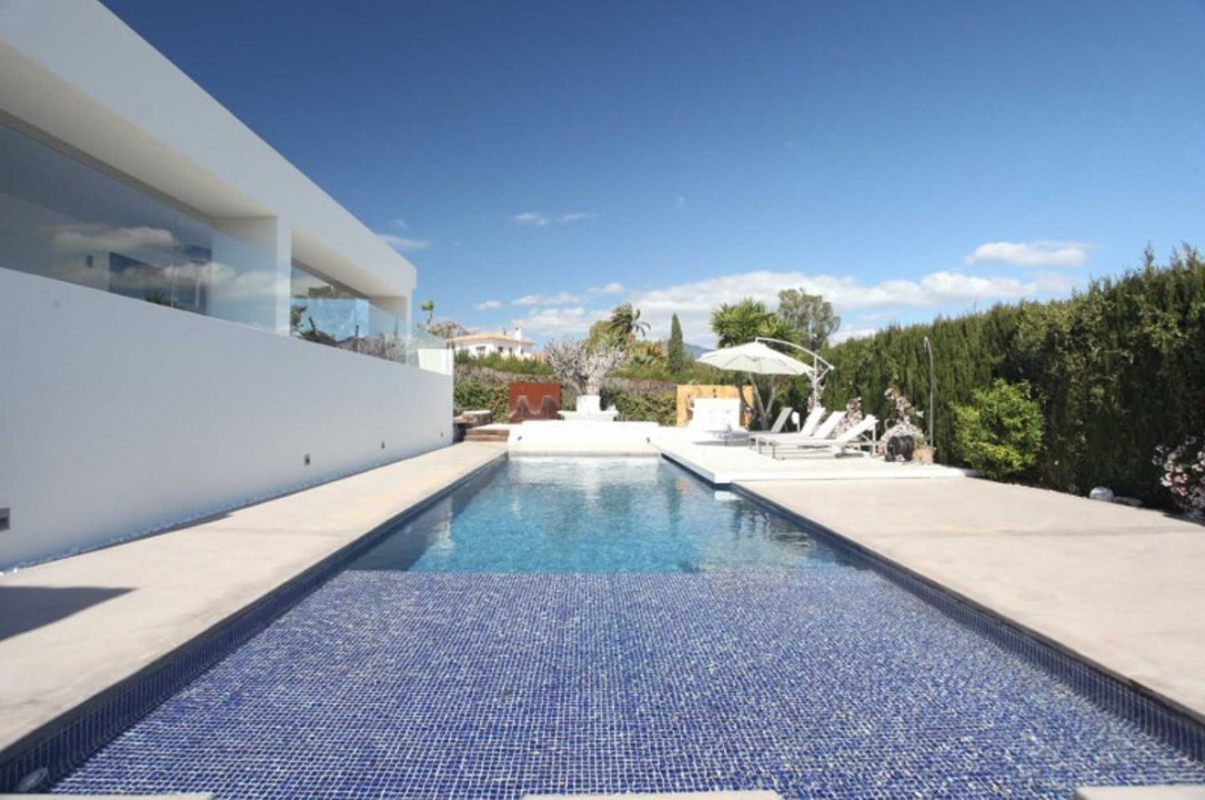 LUXURY VILLA 10 MINUTES FROM PUERTO BANUS  Independent modern villa, 1,500 m2 plot, private pool, gu, Spain