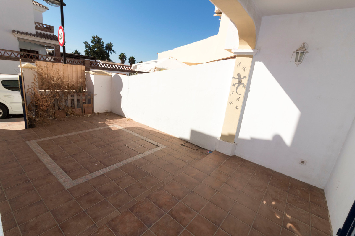 Townhouse, Las Lagunas, Costa del Sol. 3 Bedrooms, 3 Bathrooms, Built 143 m², Terrace 20 m².  Settin, Spain