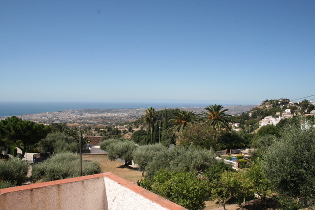 Old villa on a big plot. This is ONE OF THE LAST PLOTS within walking distance to Mijas Pueblo and t,Spain