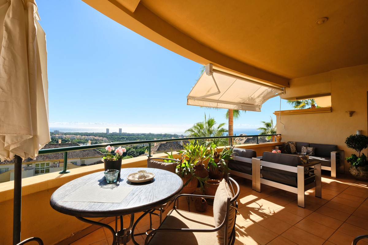 R3359908 - 3 beds 3 baths  for sale in Elviria for 569,000€