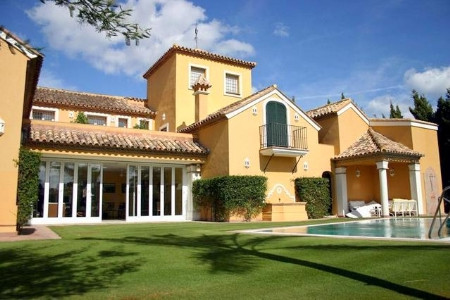 JUST REDUCED FROM €1.900.000 - MOTIVATED OWNER!! An excellent villa in Sotogrande Costa within walki, Spain