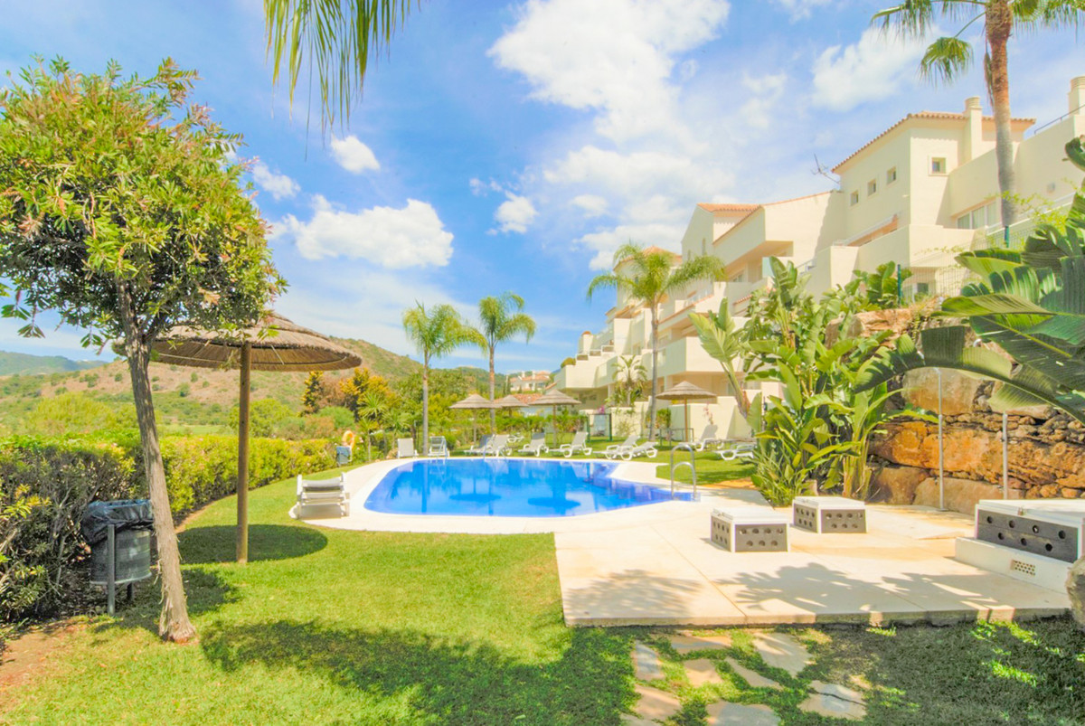 R3387397 - 4 beds 3 baths  for sale in Los Almendros for 390,000€