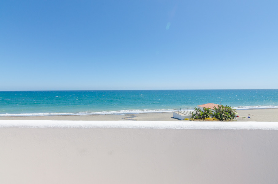 YOUR DREAM COME TRUE!!  FRONTLINE BEACH 3 BEDROOM TOWNHOUSE WITH BREATHTAKING SEA VIEWS AND DIRECT A, Spain