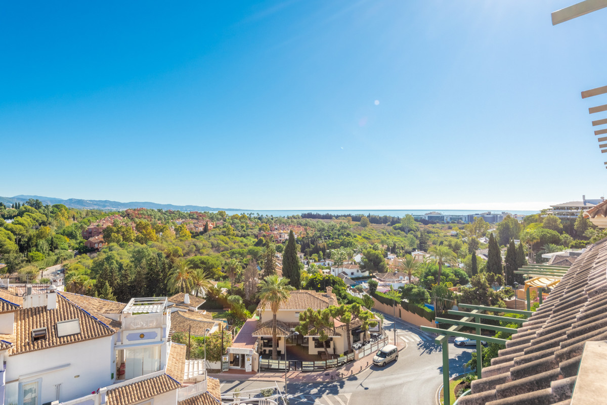 Penthouse with sea and mountain views near Centro Plaza and Puerto Banus The penthouse is on two flo,Spain