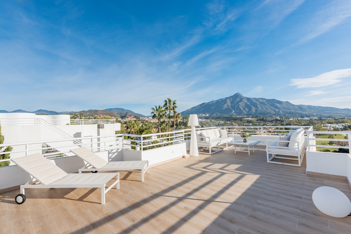 Newly renovated 3-bedroom duplex penthouse with stunning panoramic views over the golf valley in Nue, Spain