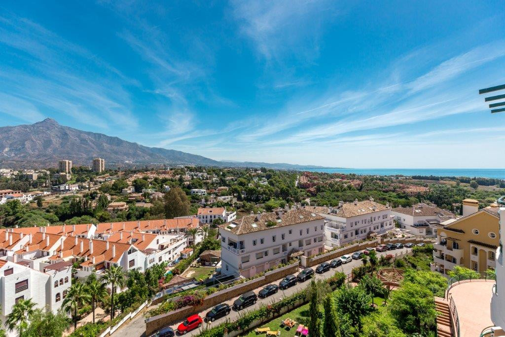 This well-kept apartment with 2 bedrooms and 2 bathrooms offers two nice terraces, the larger with a, Spain