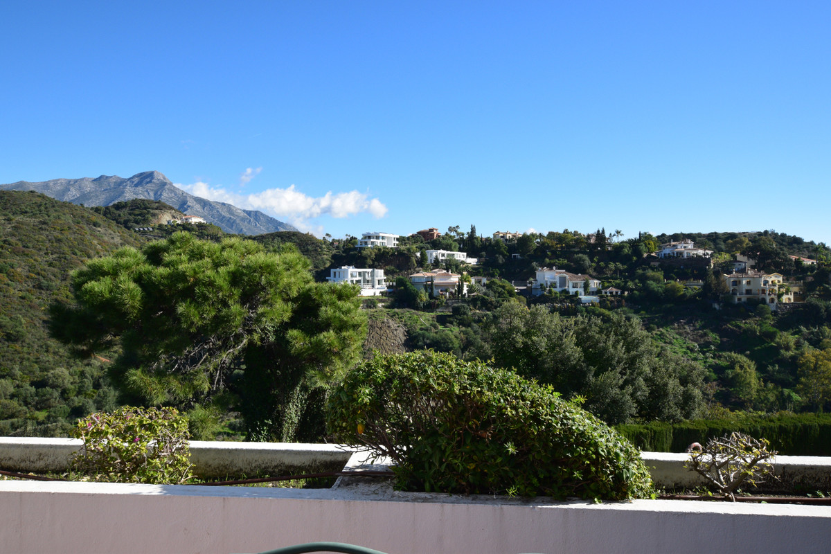 Very spacious 3 bedrooms, mid-floor and first line golf apartment with stunning views to the golf, s, Spain