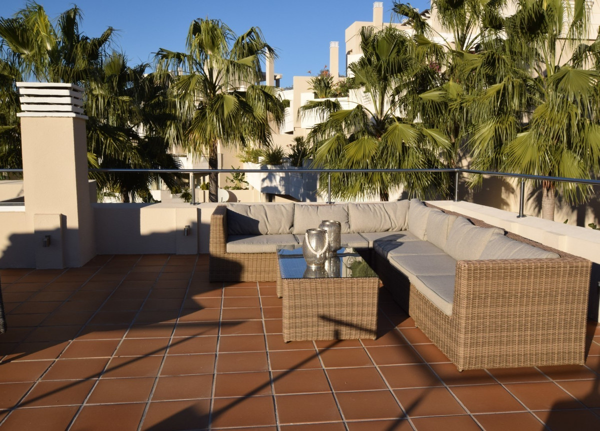 Bright and spacious penthouse with large roof terrace in a central location in Nueva Andalucia. The ,Spain