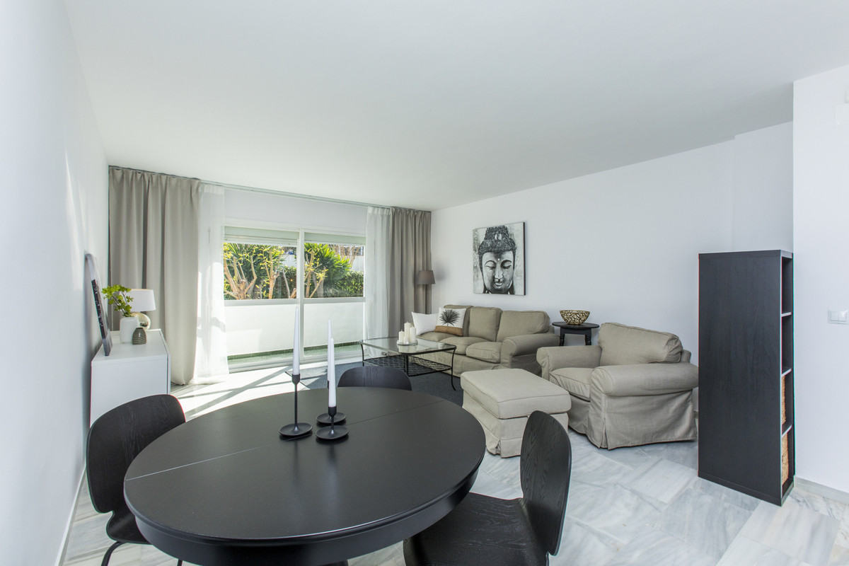 Welcome to this newly refurbished top-floor apartment in Nueva Andalucia.   Located in a very popula,Spain