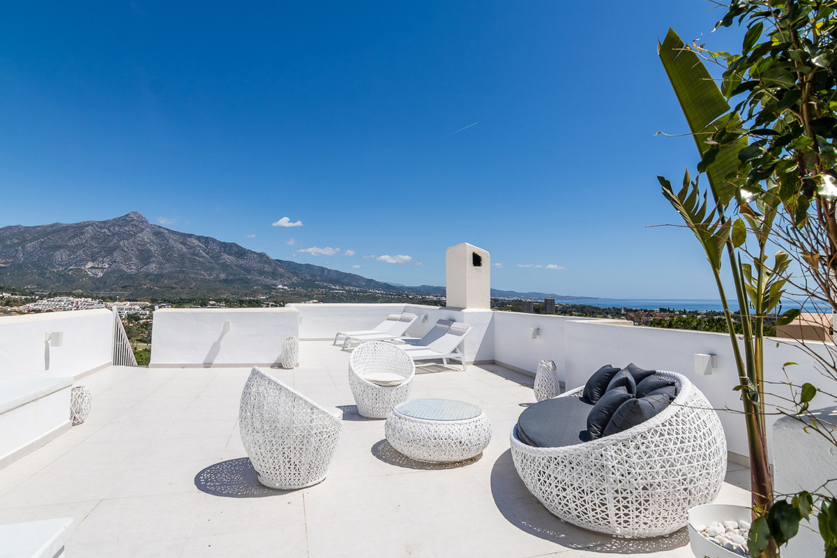 Newly renovated 4-bedroom duplex penthouse with stunning panoramic views over the golf valley in Nue, Spain