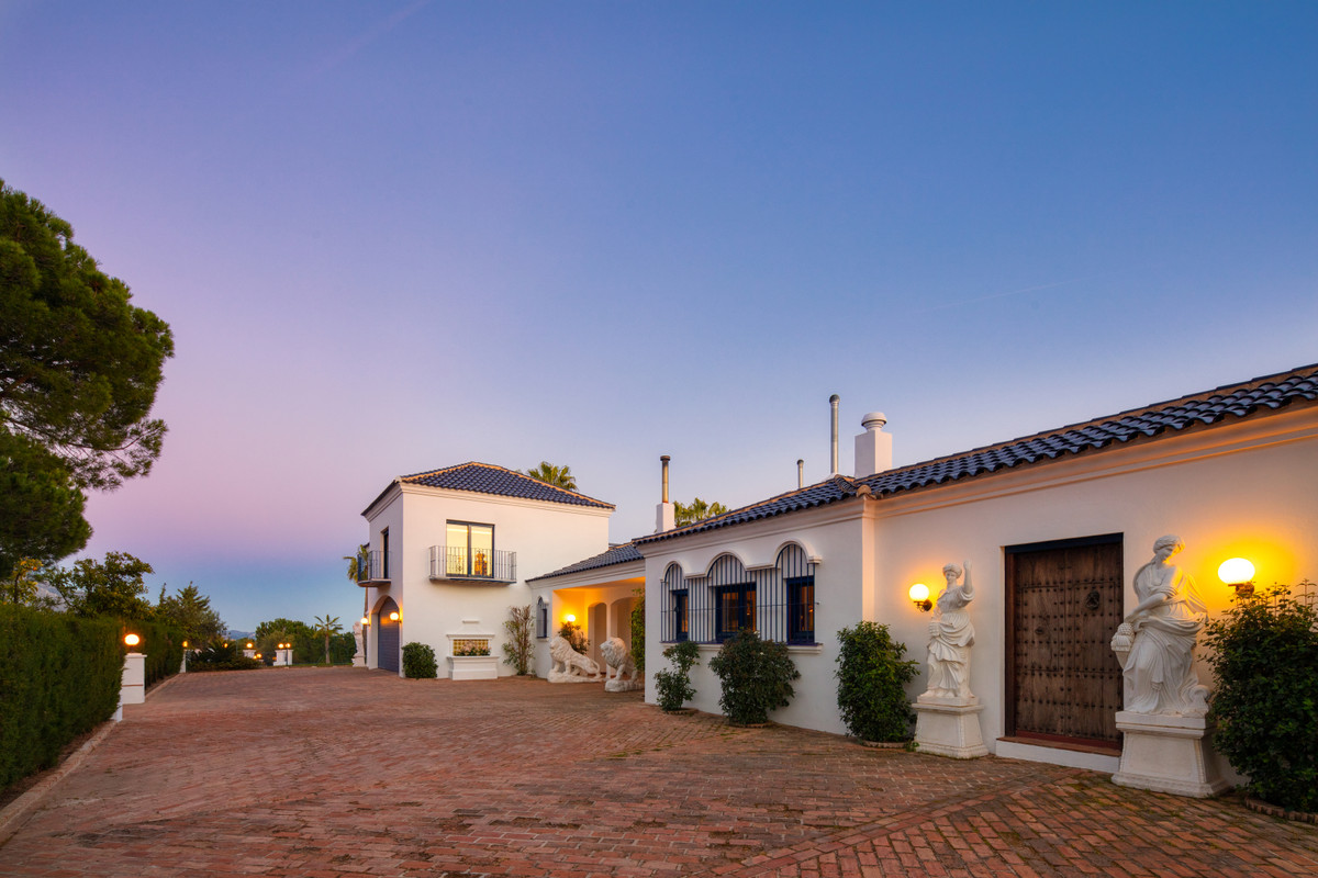 9 Bedroom Detached Villa For Sale El Madroñal