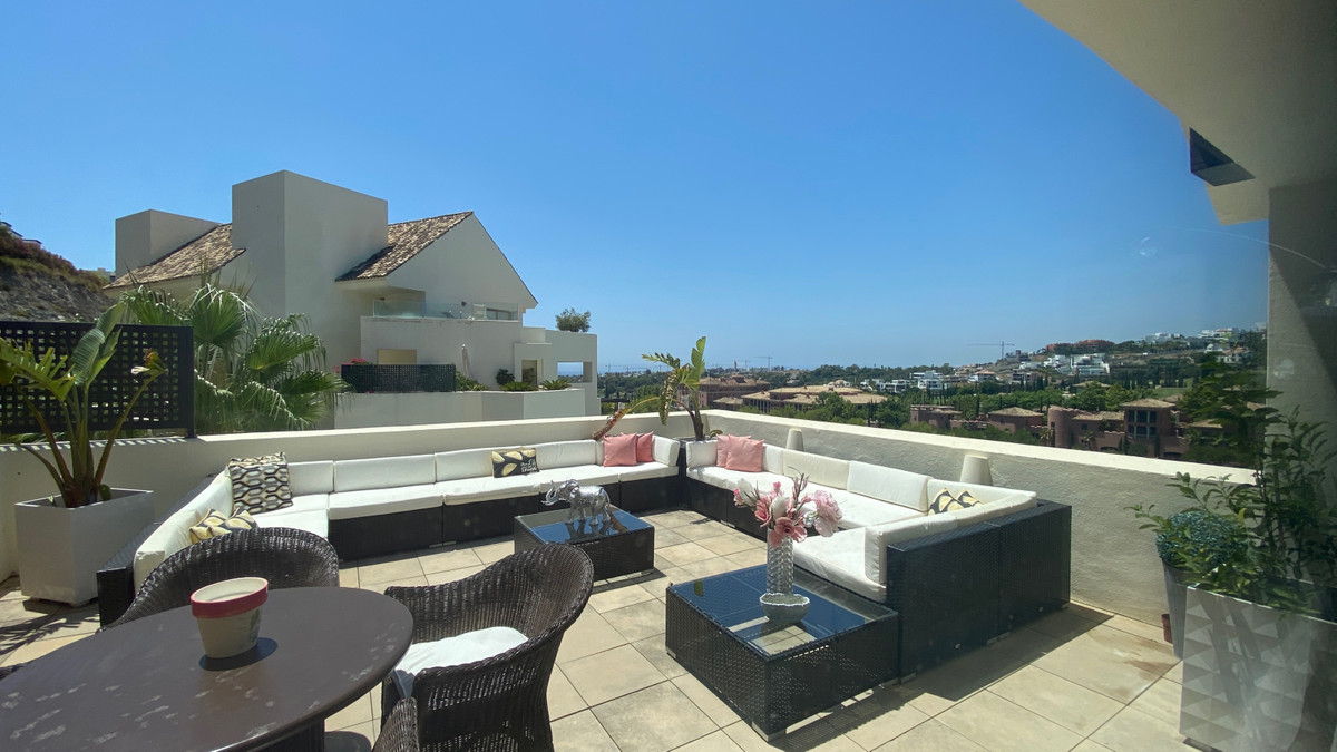 Reduced from 1,100,000€ to 850,000€. Stunning frontline golf penthouse located in Tee 5, Los Flaming,Spain