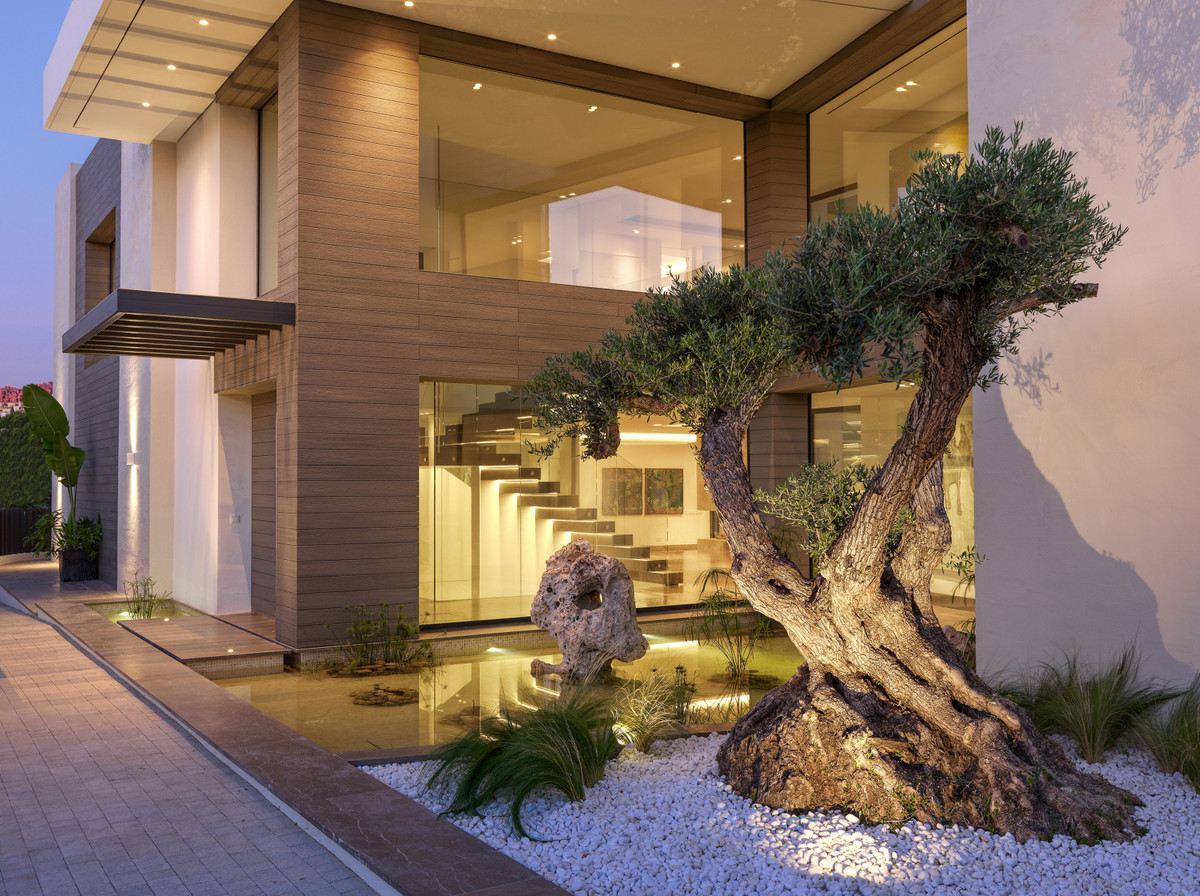 This one-of-a-kind spectacular luxury modern mansion of 1.340 m² is located on a plot of 2.912 m² an,Spain