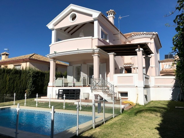 **BARGAIN** Fantastic Investment Property or all year round family home!! Just a few minutes walk in, Spain