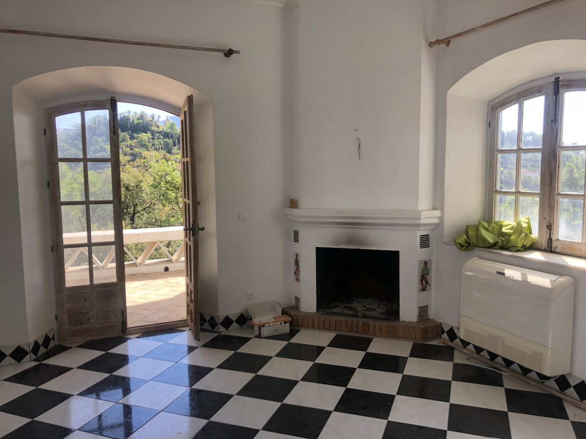 2 Bed Villa For Sale in El Madroñal, Benahavis