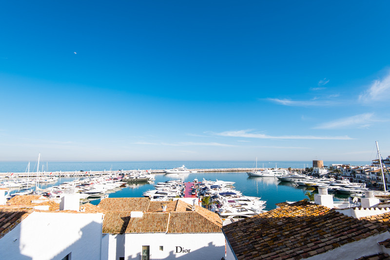 This amazing apartment has been totally refurbished, it is in the heart of Puerto Banus and is the j,Spain